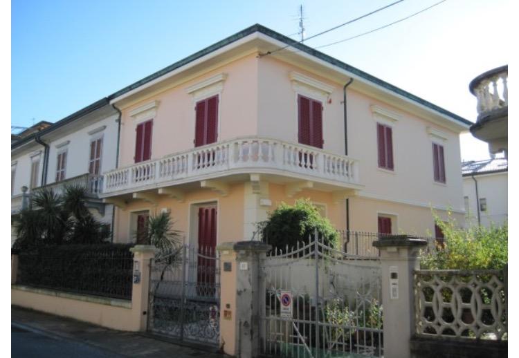 Villa in vendita a Viareggio, 10 locali, Trattative riservate | Cambio Casa.it
