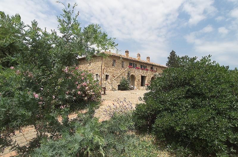 Palazzo / Stabile in Vendita a Cinigiano