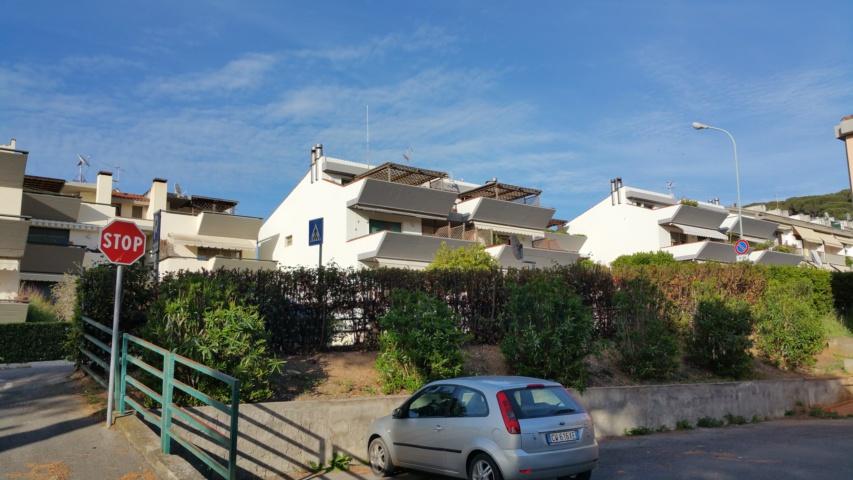 Appartamento in buone condizioni in vendita Rif. 8740672