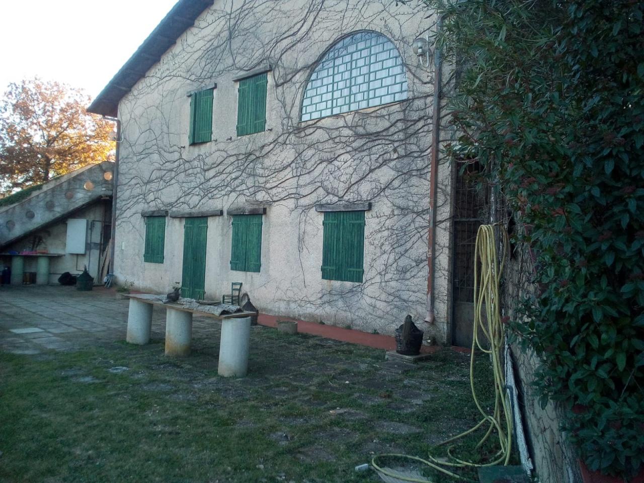 Rustico / Casale in buone condizioni in vendita Rif. 9204726