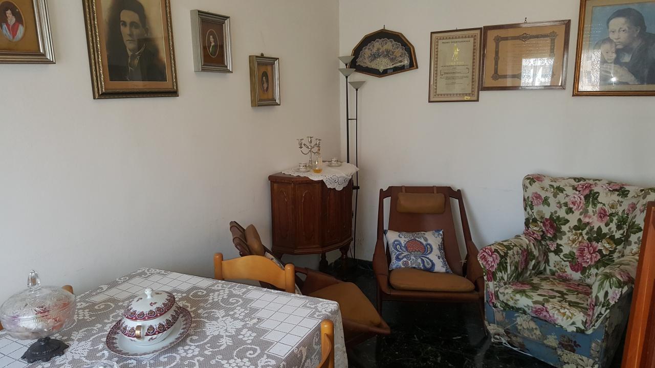 Appartamento in buone condizioni in vendita Rif. 9949281