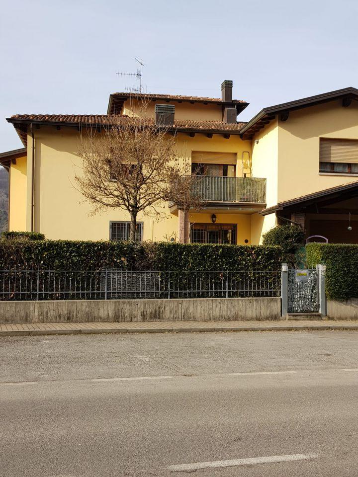 Appartamento in ottime condizioni in vendita Rif. 9603317