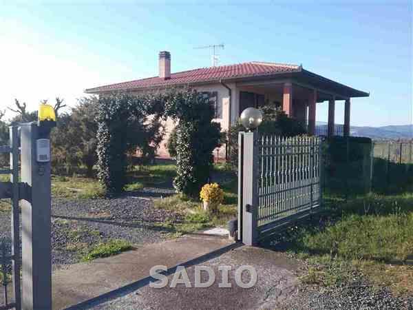 Villa in ottime condizioni in vendita Rif. 10046768