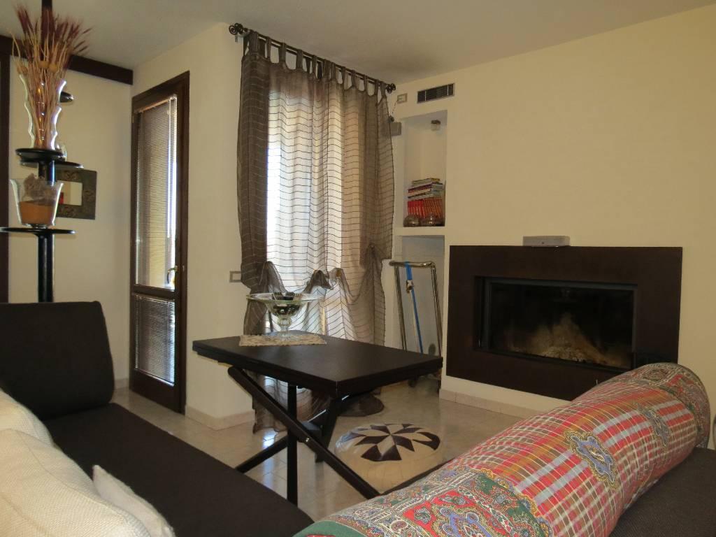 Appartamento in vendita a Gossolengo, 5 locali, prezzo € 270.000 | PortaleAgenzieImmobiliari.it