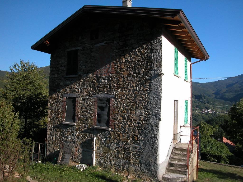Rustico / Casale in vendita a Ferriere, 5 locali, prezzo € 70.000   CambioCasa.it