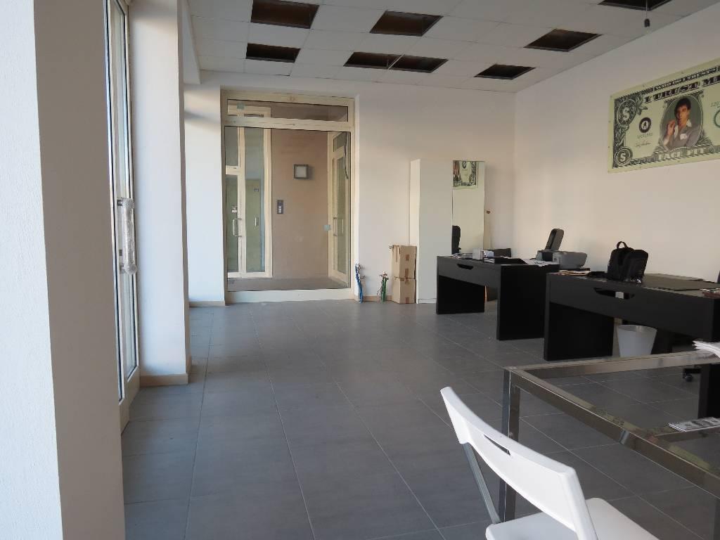 Negozio / Locale in affitto a Gragnano Trebbiense, 2 locali, prezzo € 400 | CambioCasa.it