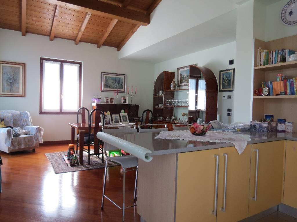 Villa in vendita a Gazzola, 7 locali, prezzo € 400.000 | CambioCasa.it