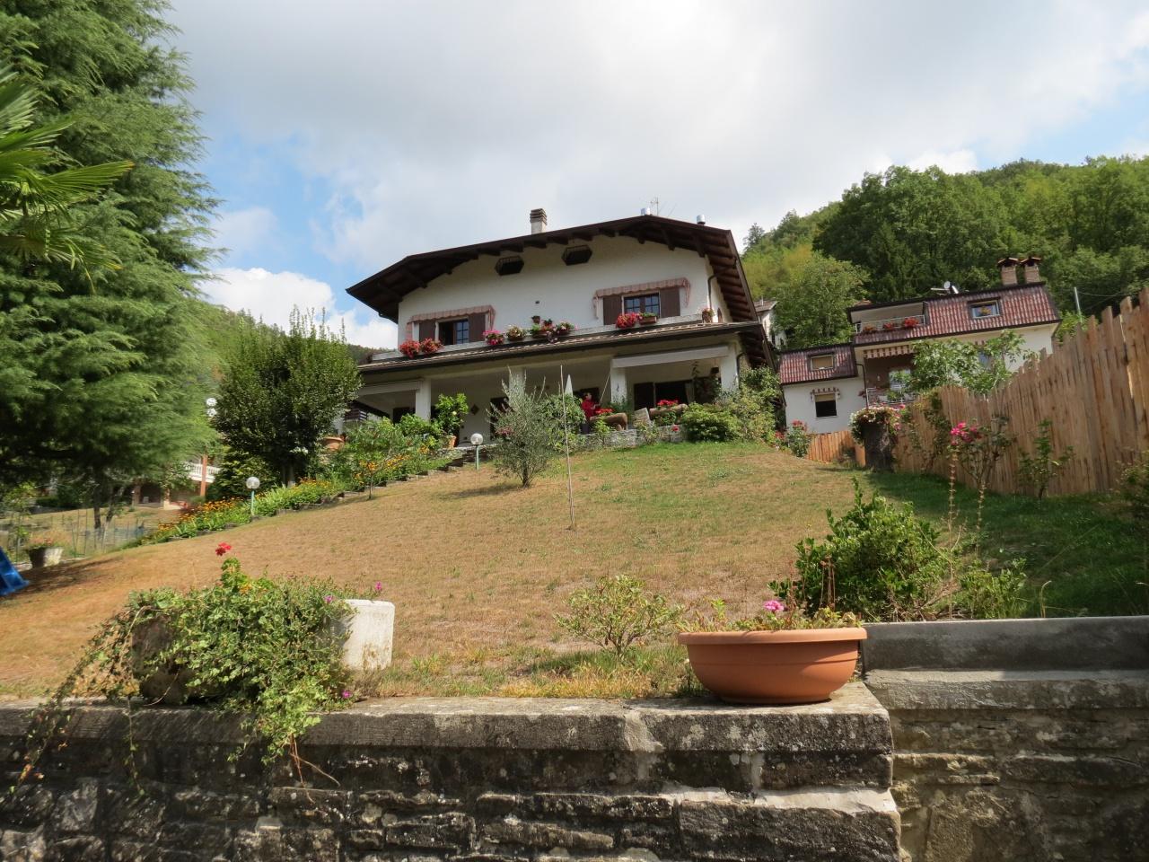Villa in vendita a Farini, 10 locali, prezzo € 300.000 | CambioCasa.it