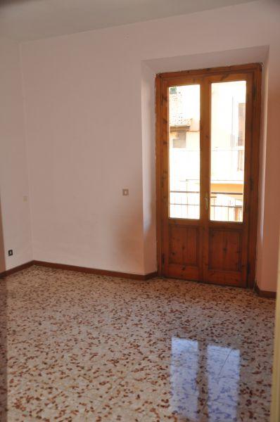 Appartamento in vendita a Vernio, 4 locali, zona Zona: Mercatale, prezzo € 75.000 | Cambio Casa.it