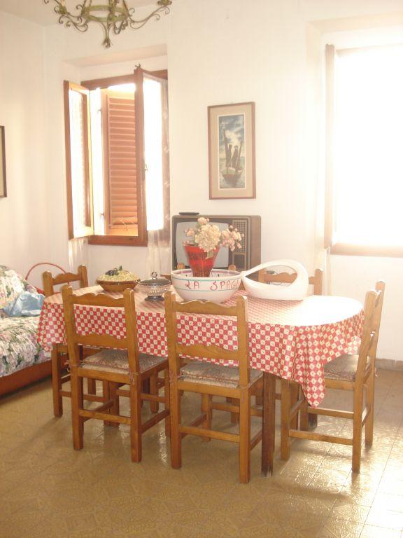 Appartamento in vendita a Vernio, 5 locali, zona Località: VERNIO, prezzo € 95.000 | Cambio Casa.it
