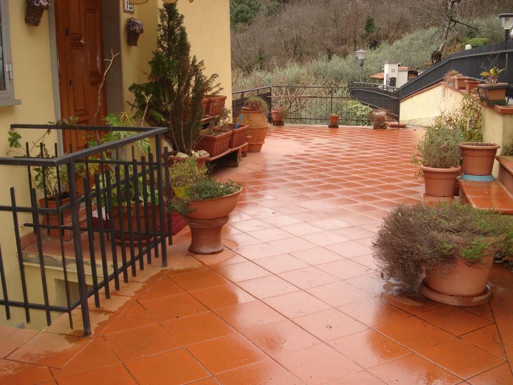 Soluzione Indipendente in affitto a Vaiano, 4 locali, prezzo € 700 | CambioCasa.it