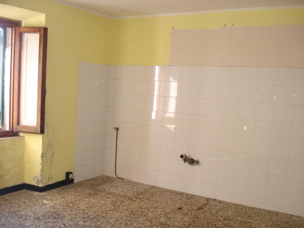Soluzione Indipendente in vendita a Vernio, 4 locali, zona Zona: Cavarzano, prezzo € 39.000 | Cambio Casa.it