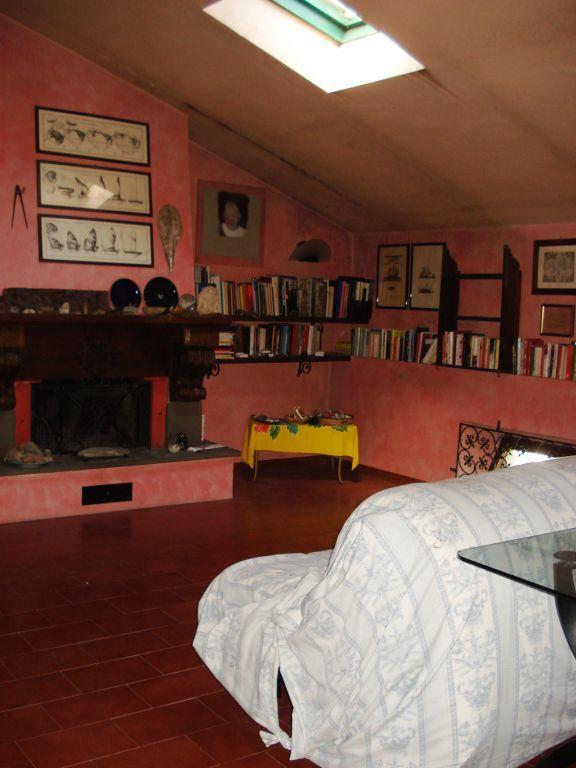 Soluzione Indipendente in vendita a Vernio, 8 locali, zona Zona: Mercatale, prezzo € 250.000 | Cambio Casa.it