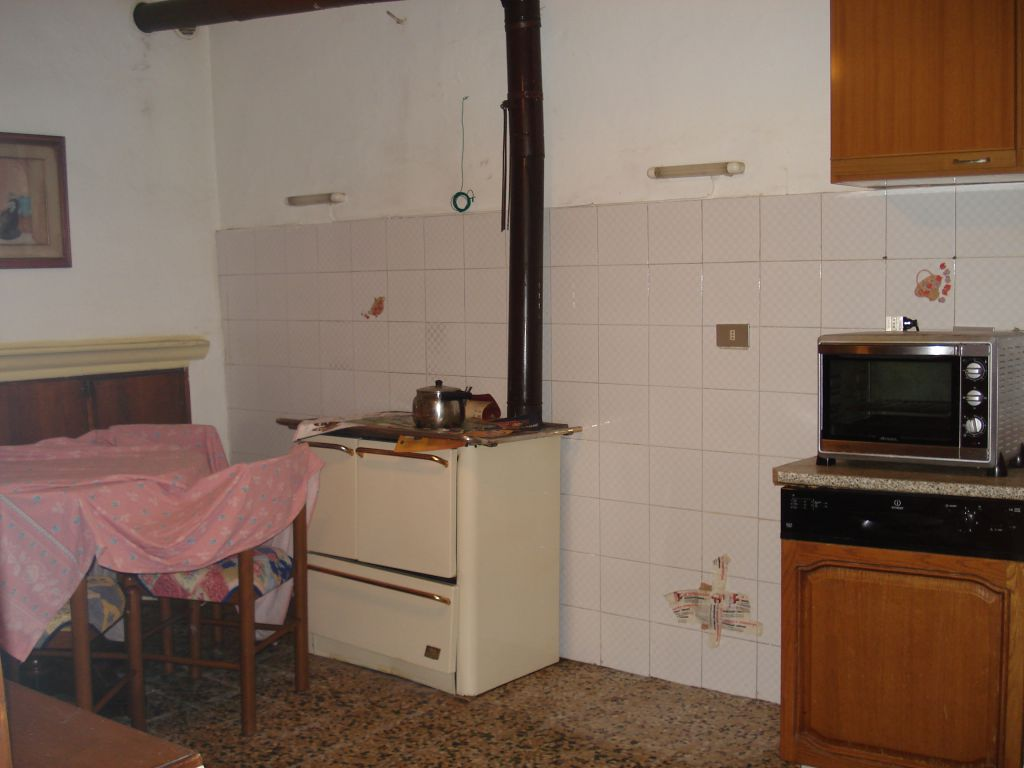 Appartamento in vendita a Vernio, 2 locali, zona Zona: Mercatale, prezzo € 45.000 | Cambio Casa.it