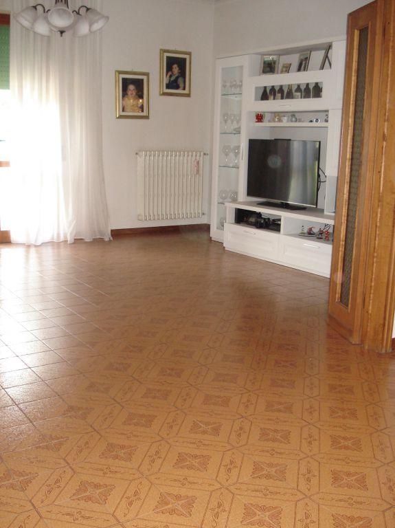 Appartamento in vendita a Vaiano, 6 locali, zona Località: Vaiano, prezzo € 229.000 | Cambio Casa.it