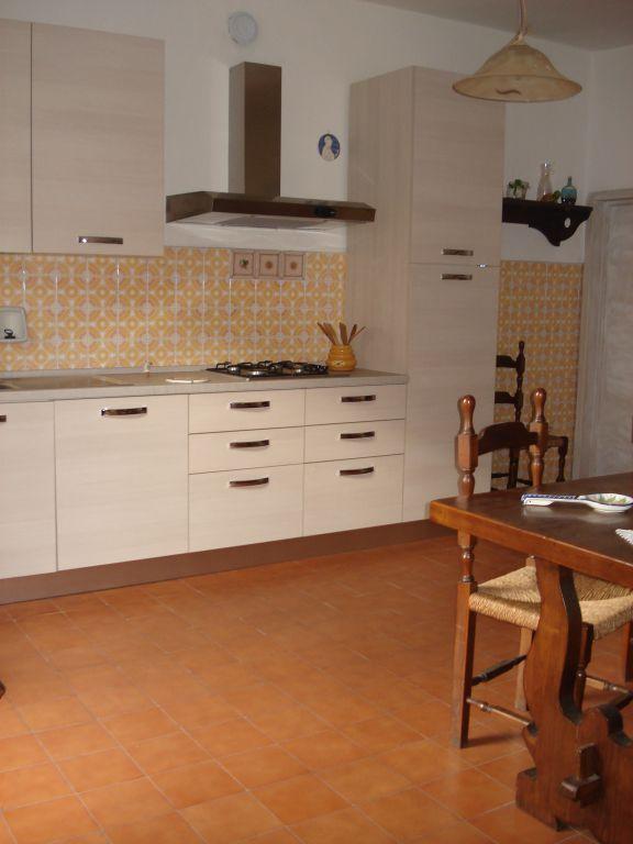 Soluzione Indipendente in vendita a Cantagallo, 4 locali, zona Località: CANTAGALLO, prezzo € 90.000 | Cambio Casa.it