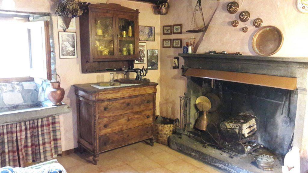 Soluzione Indipendente in vendita a Cantagallo, 2 locali, Trattative riservate | CambioCasa.it
