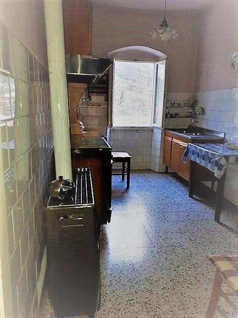 Soluzione Indipendente in vendita a Vaiano, 4 locali, zona Località: Vaiano, prezzo € 70.000 | Cambio Casa.it
