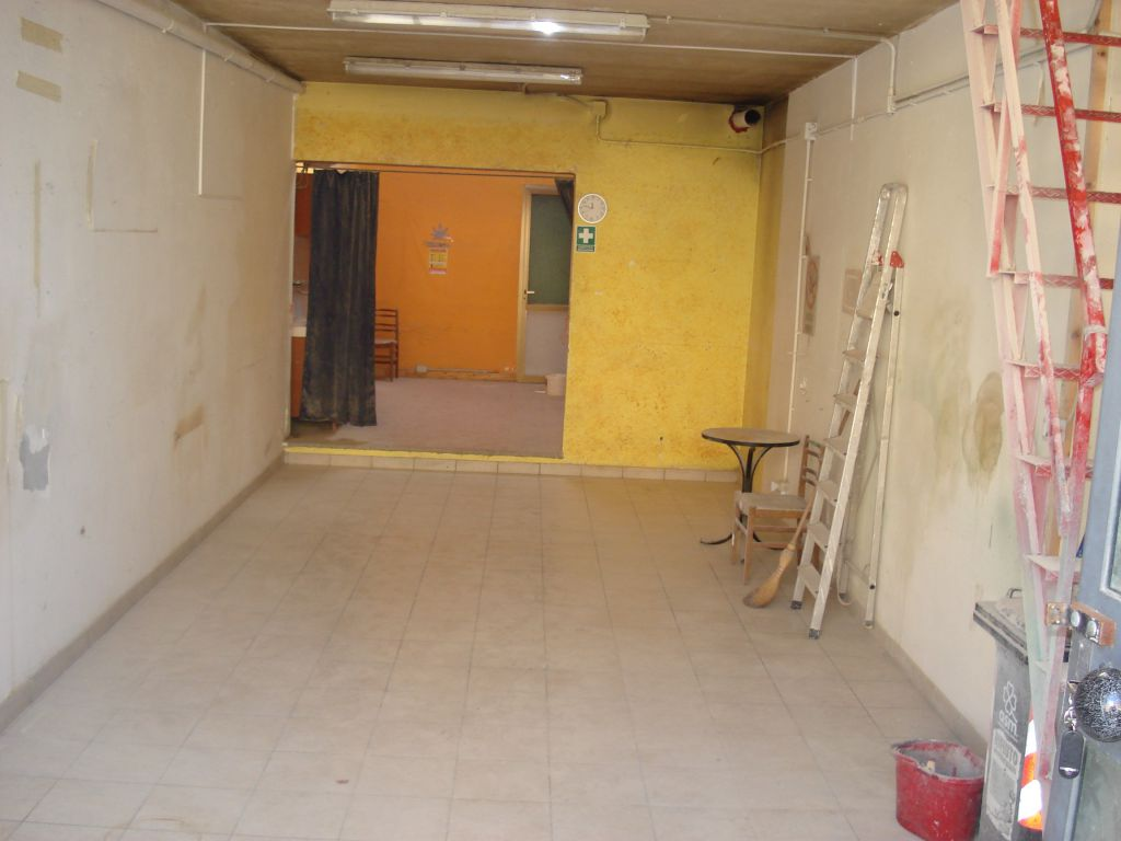 Magazzino in vendita a Vaiano, 2 locali, zona Località: VAIANO, prezzo € 39.000 | Cambio Casa.it