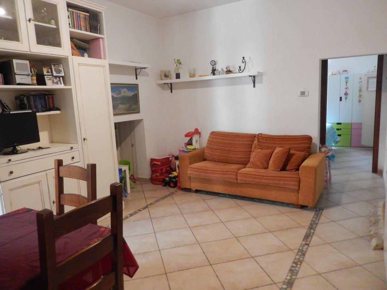 Appartamento in vendita a Vaiano, 2 locali, zona Località: VAIANO, prezzo € 85.000 | Cambio Casa.it
