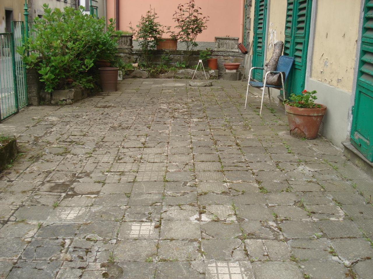 Albergo in vendita a Vernio, 16 locali, Trattative riservate | CambioCasa.it