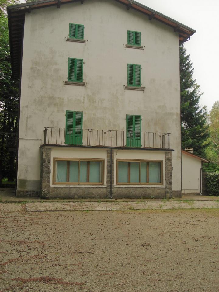 Albergo in vendita a Vernio, 20 locali, Trattative riservate | CambioCasa.it