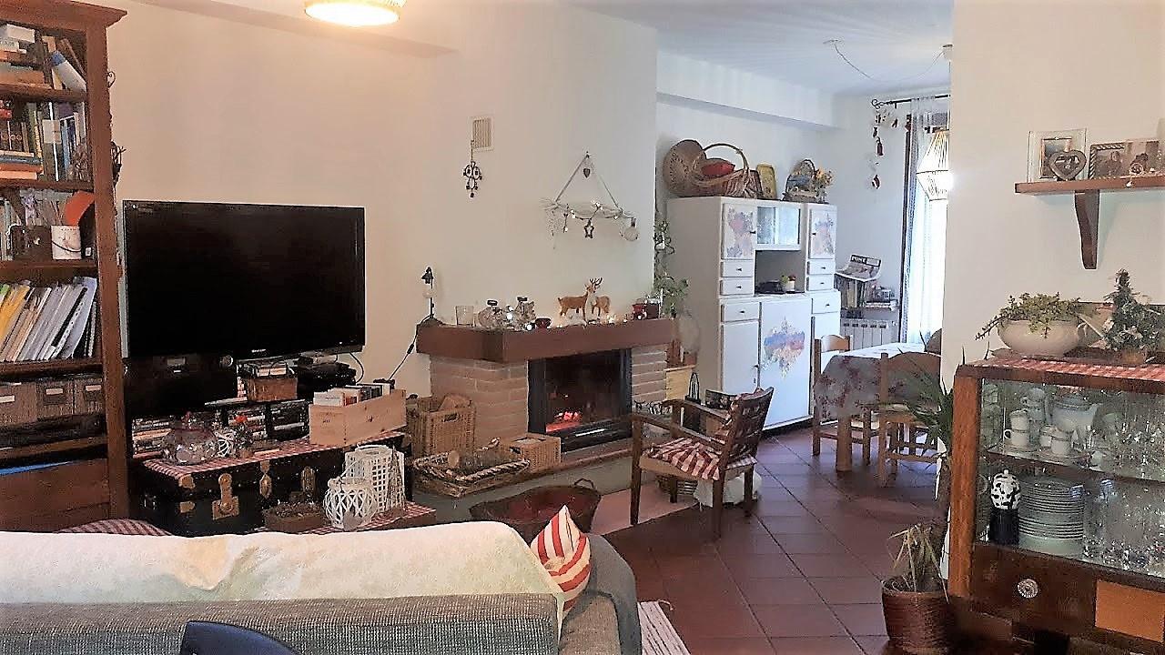 Soluzione Indipendente in vendita a Vernio, 4 locali, prezzo € 180.000 | CambioCasa.it