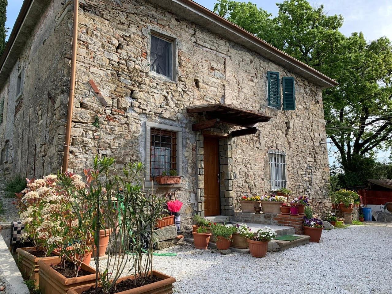 Rustico / Casale in vendita a Cantagallo, 7 locali, prezzo € 400.000   CambioCasa.it