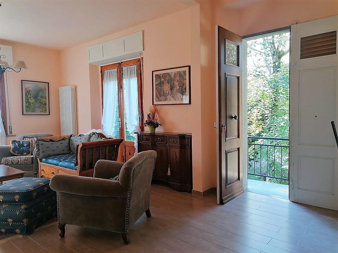 Villa in vendita a Vernio, 8 locali, prezzo € 300.000 | CambioCasa.it