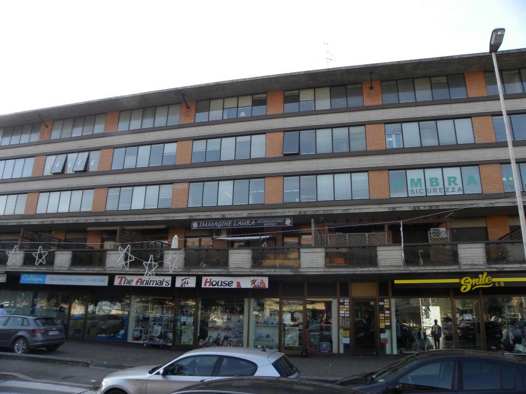 Ufficio diviso in ambienti/locali in affitto - 55 mq