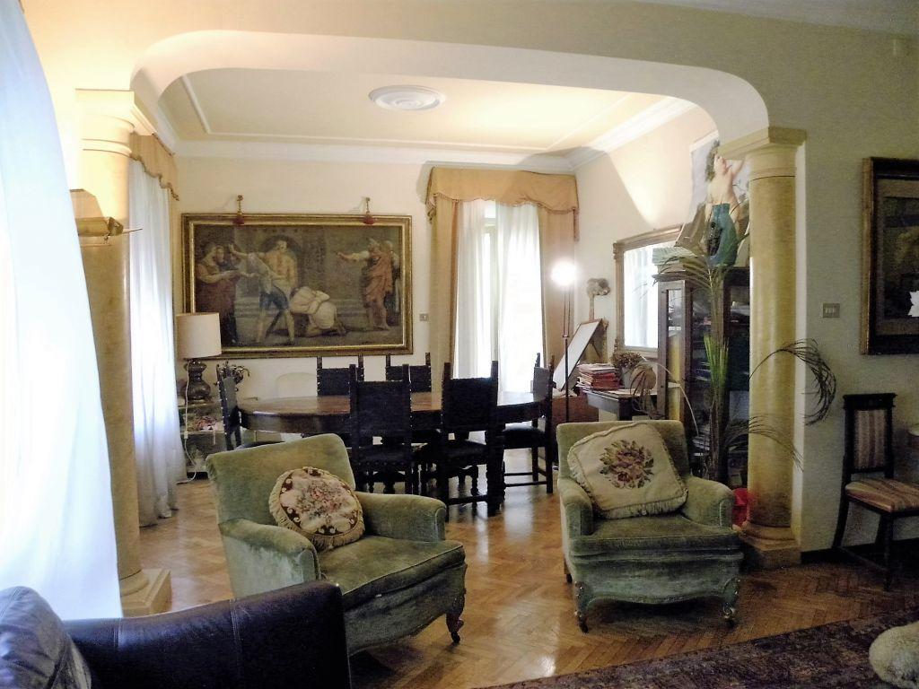 Appartamento in vendita a Arezzo, 9 locali, prezzo € 500.000 | PortaleAgenzieImmobiliari.it