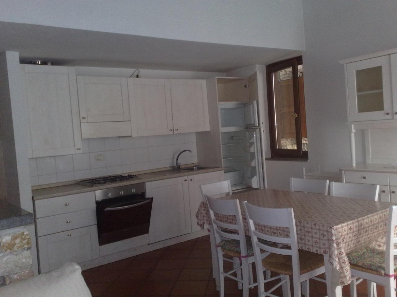 Appartamento in buone condizioni arredato in vendita Rif. 10490187