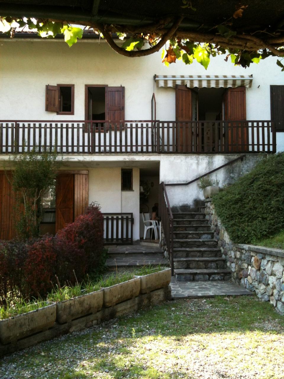 Appartamento in buone condizioni arredato in vendita Rif. 10747509