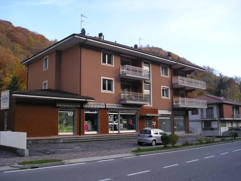 Appartamento in buone condizioni in vendita Rif. 12031517