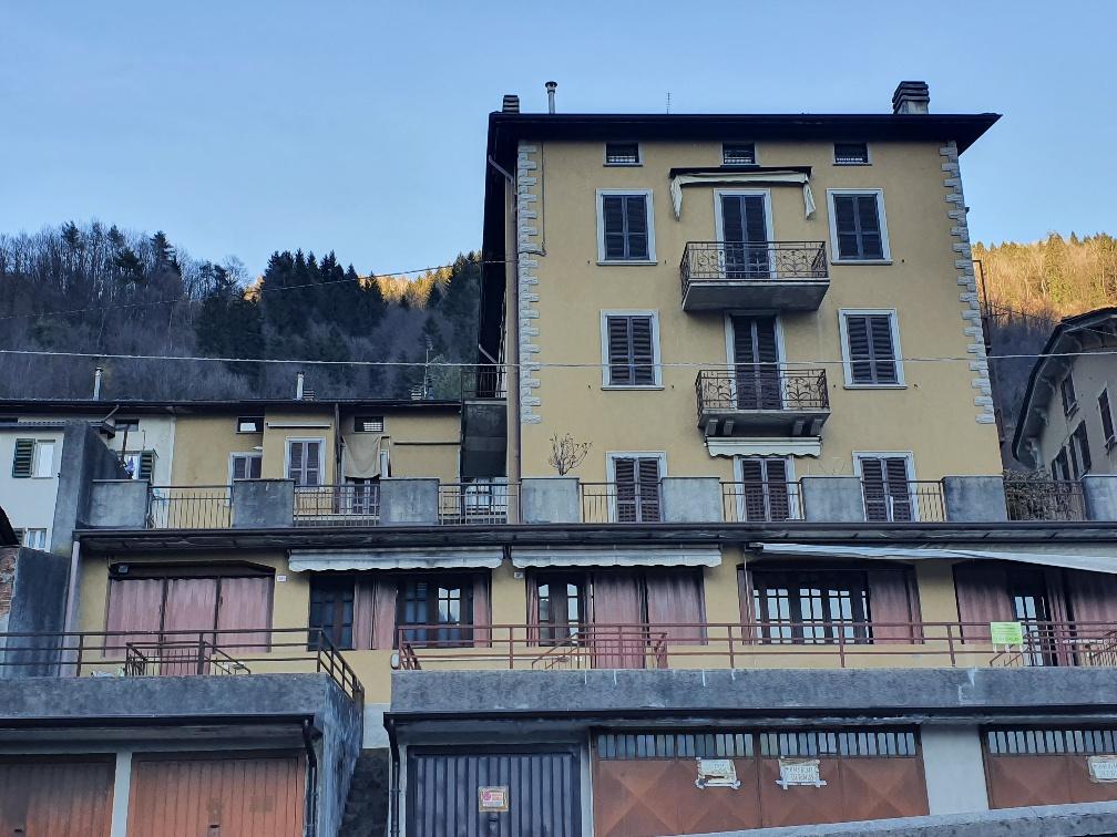Soluzione Indipendente in vendita a Piazza Brembana, 2 locali, prezzo € 36.000 | CambioCasa.it