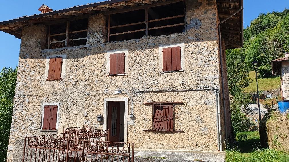 Rustico / Casale in vendita a Bracca, 10 locali, prezzo € 88.000   PortaleAgenzieImmobiliari.it