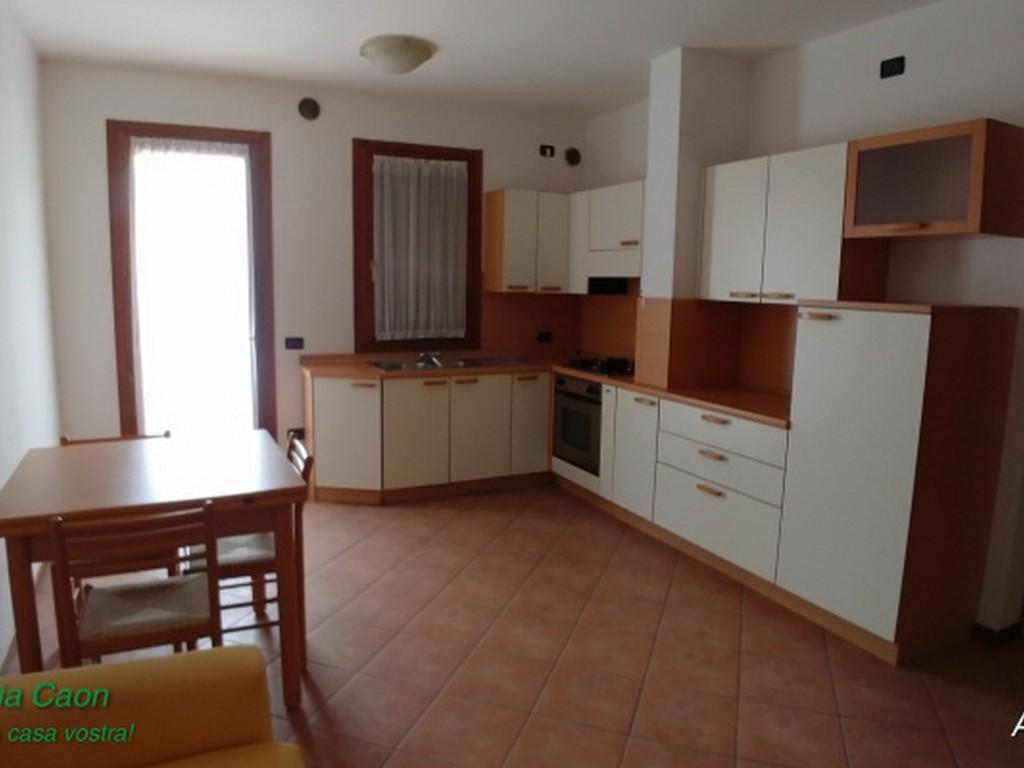 Appartamento in buone condizioni arredato in vendita Rif. 8438413