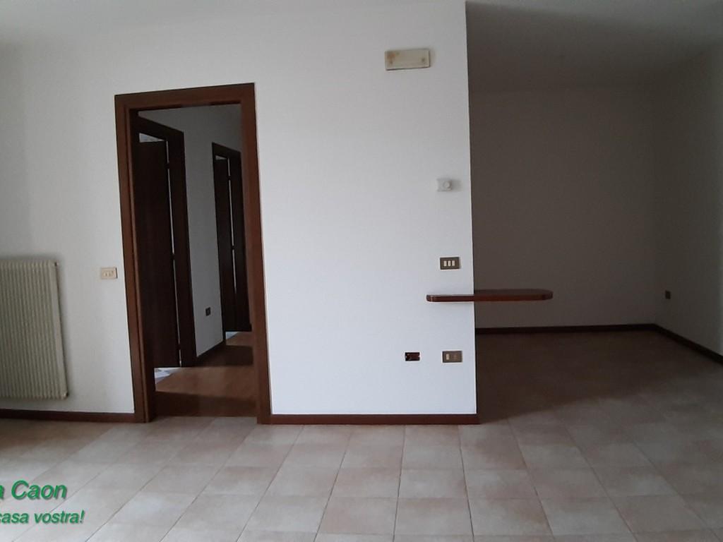Appartamento in buone condizioni in vendita Rif. 9328493