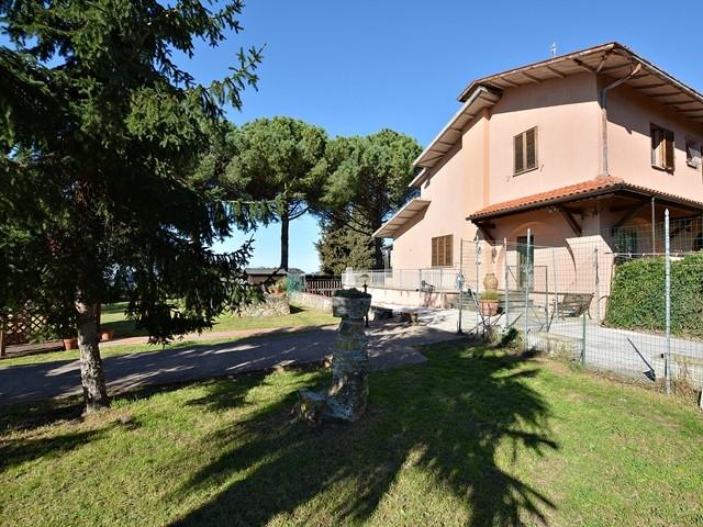 vendita villa massarosa   270000 euro  9 locali  200 mq
