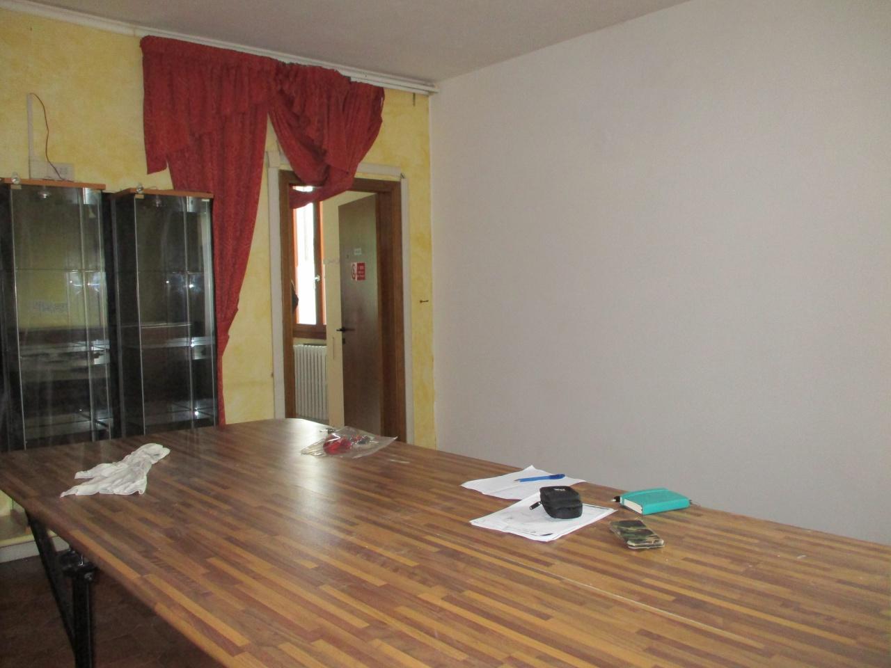 Ufficio in buone condizioni in affitto Rif. 12355761