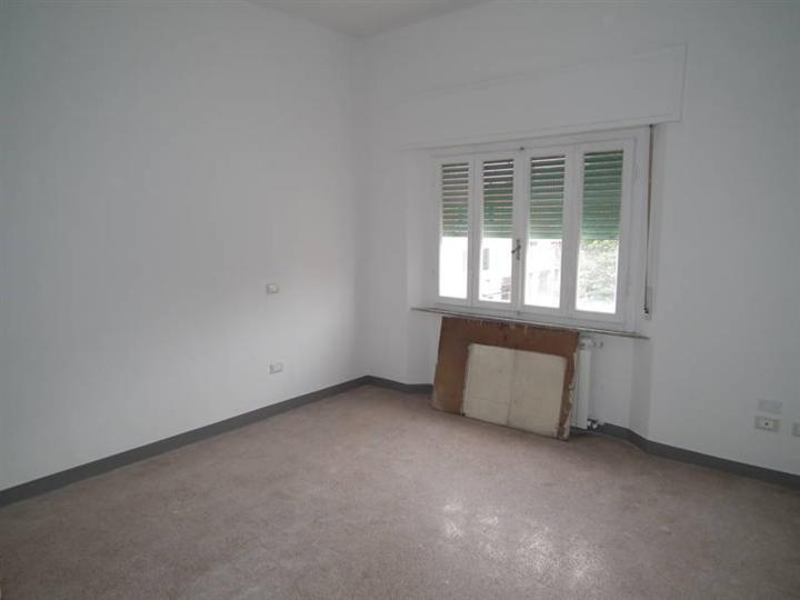 Appartamento in vendita a Cecina, 4 locali, prezzo € 115.000 | Cambio Casa.it