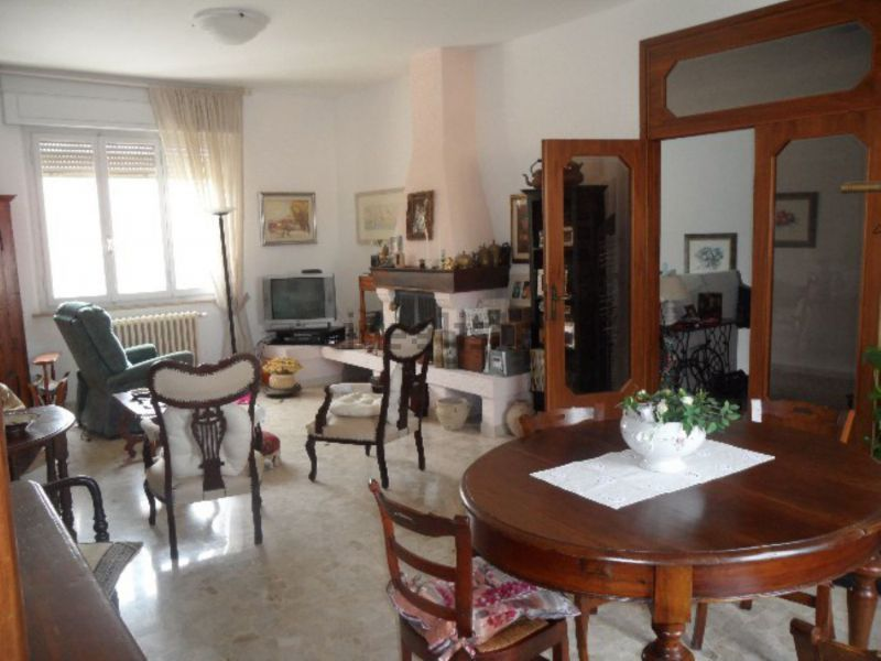 Soluzione Indipendente in vendita a Cecina, 5 locali, prezzo € 390.000 | Cambio Casa.it