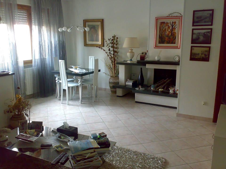Soluzione Indipendente in vendita a Cecina, 4 locali, prezzo € 200.000 | Cambio Casa.it