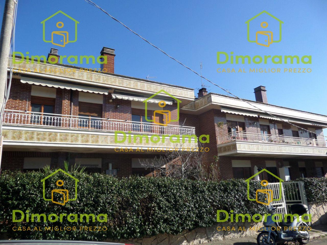 Appartamento in buone condizioni in vendita Rif. 10800599
