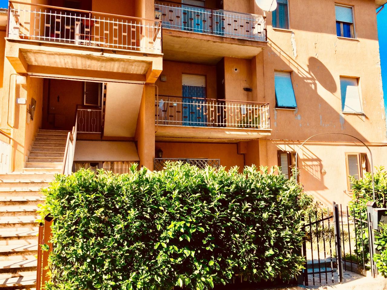Appartamento in buone condizioni in vendita Rif. 7699805