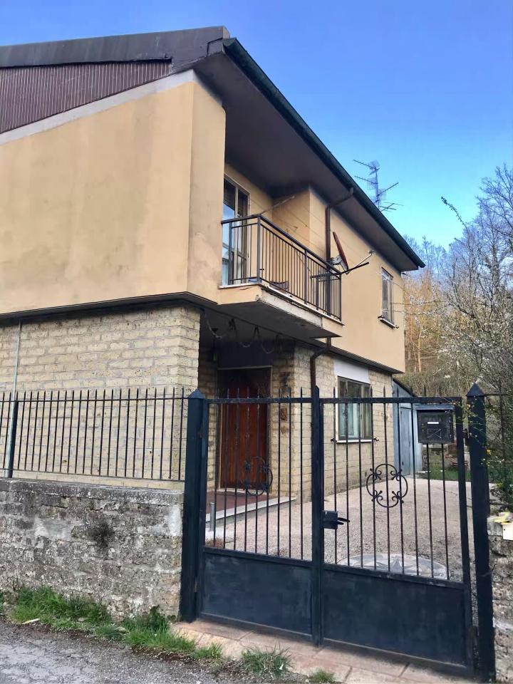 Appartamento da ristrutturare in vendita Rif. 9916287