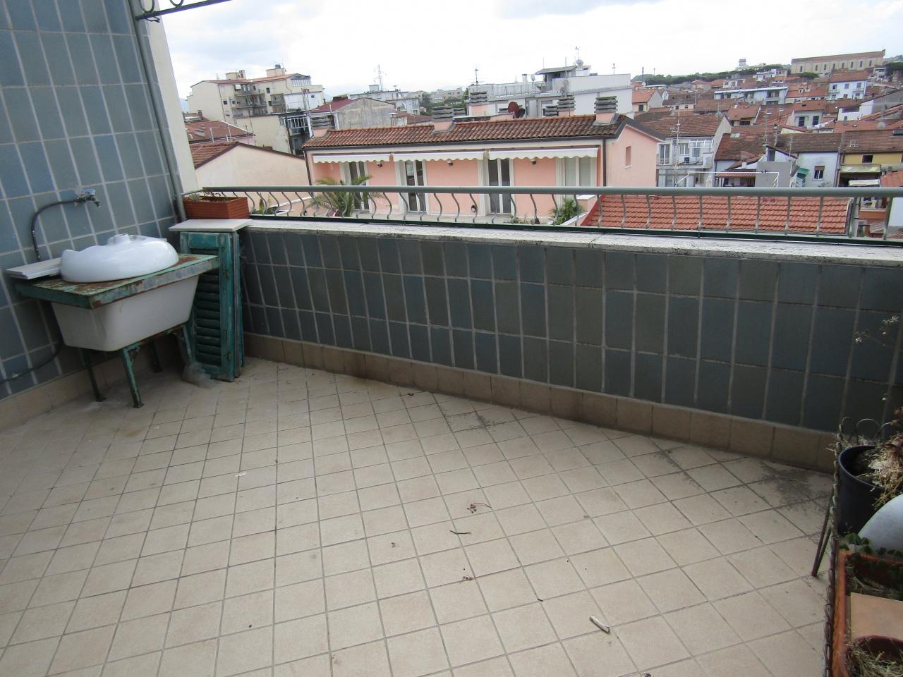 Appartamento da ristrutturare in vendita Rif. 10435533