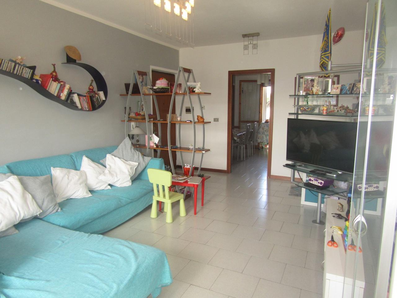 Appartamento in buone condizioni in vendita Rif. 9852422