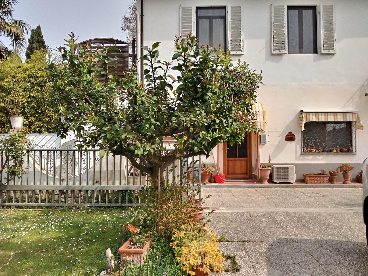 Appartamento in discrete condizioni in vendita Rif. 9956214