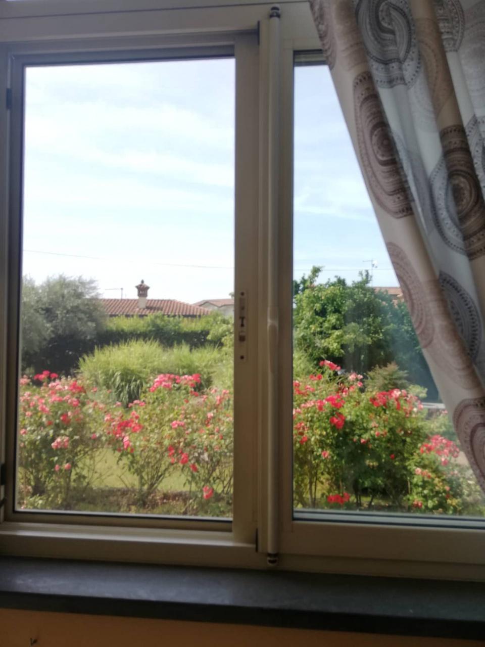 Appartamento in vendita a Montignoso, 6 locali, prezzo € 300.000 | PortaleAgenzieImmobiliari.it